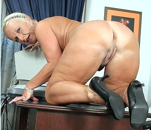 Nude Big Ass Granny Porn Pictures