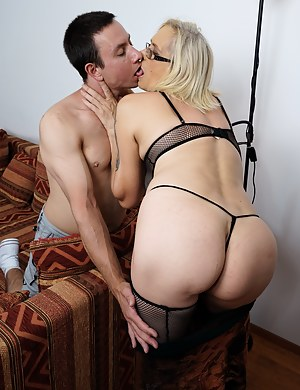 Nude Big Ass Mom and Boy Porn Pictures