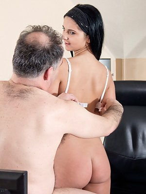 Nude Old Man and Young Big Ass Porn Pictures