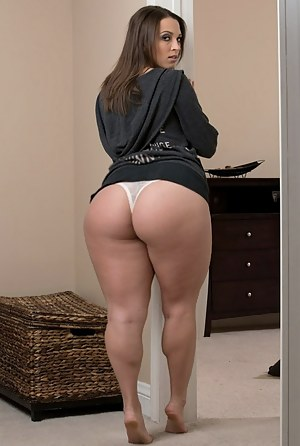 Nude Big Ass Moms Porn Pictures