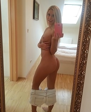 Nude Big Ass Selfshot Porn Pictures