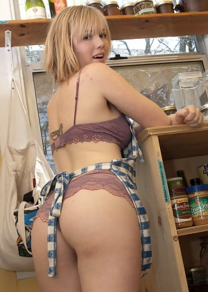Nude Big Ass Housewife Porn Pictures