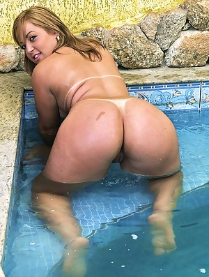 Nude Big Ass Pool Porn Pictures